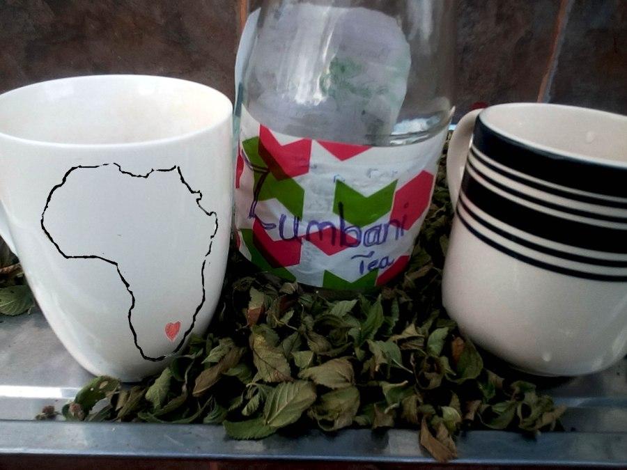 Zumbani tea and dried leaves