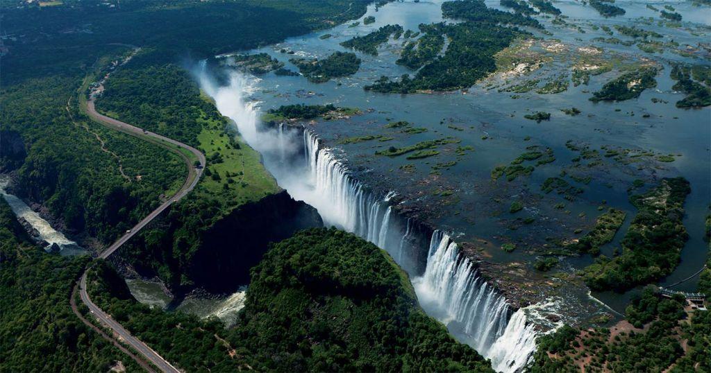 Victoria Falls ppeak season