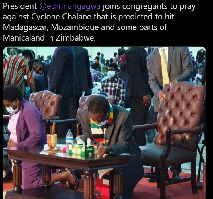 President of Zimbabwe praying