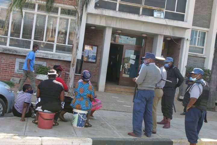 Masvingo Residents take buckets to municipal offices