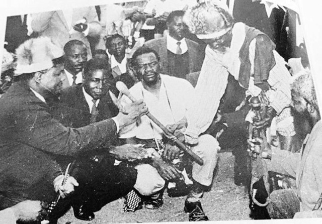 Mugabe consulting with traditional leaders
